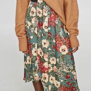Zara floral midi skirt size s